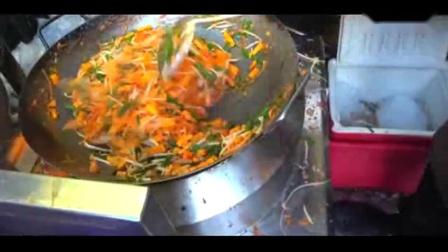 泰国清迈街边美食制作拍摄,旅行随拍炒面制作方法!