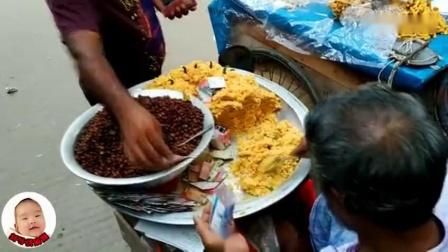 印度街边美食太有特色,摊贩用报纸打包食客很习以为常!