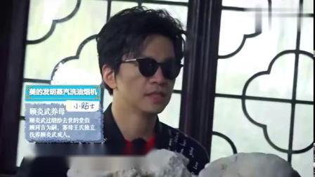 李健参观顾炎武故居,虚心向专家请教问题,一脸学生样!