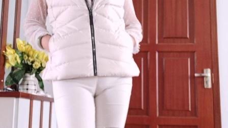 王一丹广场舞 大妈终于受不了寒冷的天气 穿上了羽绒服了