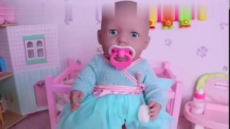 给婴儿玩具娃娃洗澡澡,儿童玩具!视频