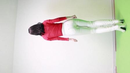 点击观看《小君舞蹈秀 这个冬天不太冷 原创自编广场舞视频》