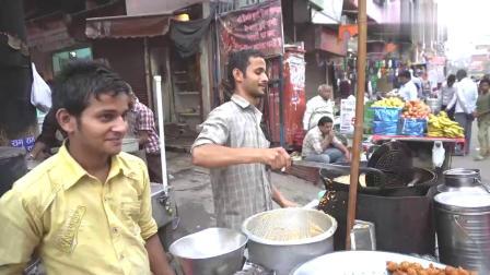 印度街边美食:平锅烤馍,这种黄色馍馍看起来好美味