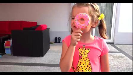 亲子游戏:搞笑!巨大的棒棒糖,这一个得吃多久啊!