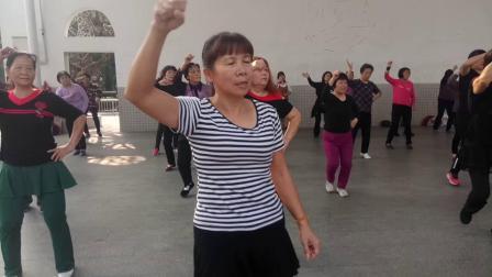 东?#38468;?#31168;华姐广场舞在人民公圆上传徐同升