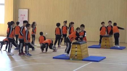小学体育与健康一年级《爬越60厘米高的横向跳箱》(小学体育与健康优秀课例教学实录视频)