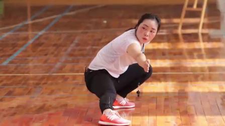 小学体育与健康三四年级《武术基本组合 弓步勾手撩掌》(小学体育与健康优秀课例教学实录视频)