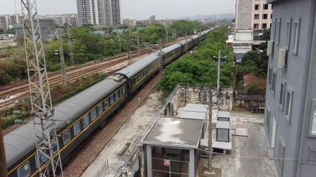 广铁长段的HXD3C型电力机车牵引K194次列车进广州北站准备临时停车