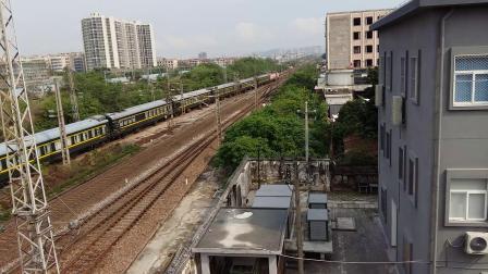 广铁广段的SS9G型电力机车牵引K512次列车从广州北站通过