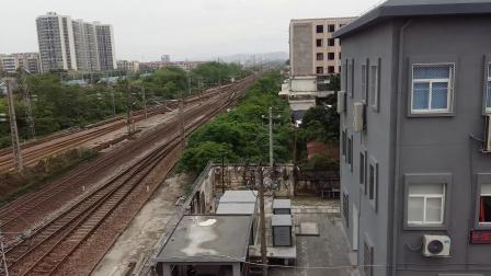 京局京段的HXD3D型电力机车牵引Z97次列车从广州北站通过