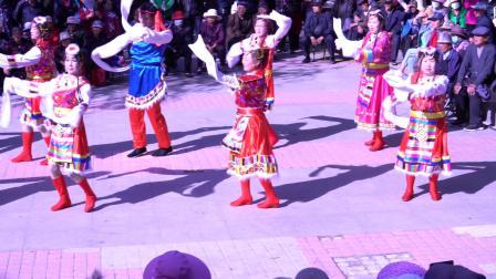 奇台县儿童广场红歌艺术队表演蒙古族舞蹈(唱支山歌)