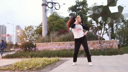 点击观看《中老年人好学无基础广场舞都说 舞灵美娜子舞蹈教学分解》