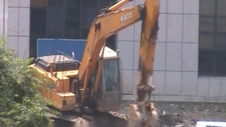 娄底市儿童医院二期工程开工挖土广场舞
