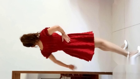 点击观看《京京学跳人在旅途单人广场舞版》