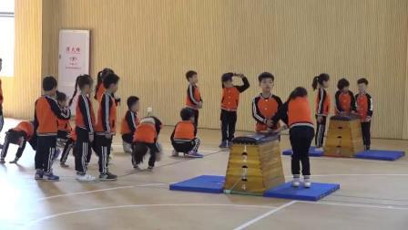 一年级体育《爬越60厘米高的横向跳箱》获奖教学视频-福建优质课展评课例-执教吴老师