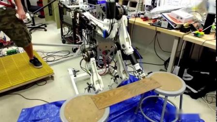 具有人类反应的机器人