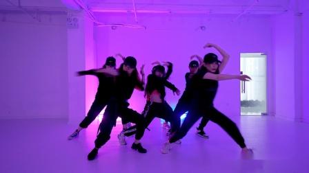爵士舞视频Escalate 帅气小姐姐练习室跳舞