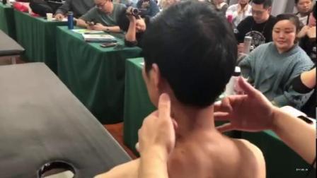 王红锦徒手整形诊断颈椎旋转
