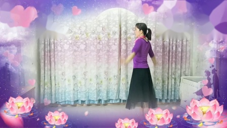 点击观看《雨夜中三步舞蹈视频《相逢是首歌》》