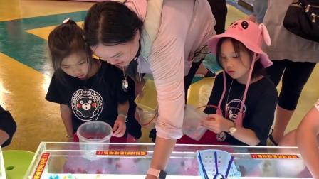 撈金魚比賽 日式的紙網很容易破可是一樣可以撈到很多金魚 你能挑戰在限時5分鐘之內