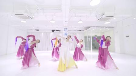 练习室学跳中国舞芒种 最热门的抖音舞曲