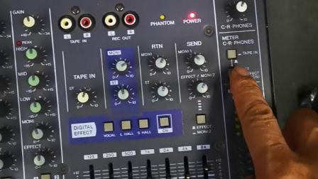 这个调音台混响是坏的.卖家硬要说是好的.我搞音响设备多年,请专家帮忙看看。