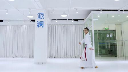 点击观看《中国舞《青衣》老师个人:李汶》