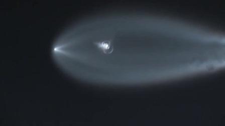 路人实拍-美国洛杉矶上空Space X猎鹰9火箭,宛如太空水母,911报警被打爆