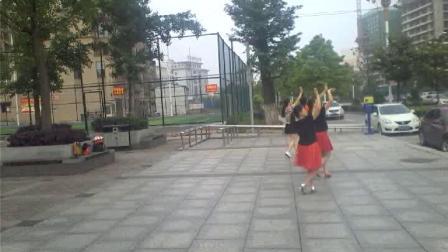 娄底市珠山公园北门广场舞VID_20190518_074027