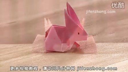 这只可爱的折纸小兔子就