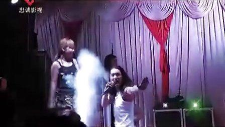 农村歌舞团惊艳表演