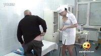 实拍巨乳美女护士放荡露酥胸为病人打针   激情