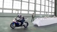 An old trick performed by the BMW S 1000 RR