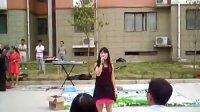 郑州富士康人资文康在宿舍区演出  郑州富士康艺术团