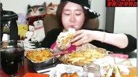 【韩国afreeca tv吃饭直播】超大汉堡,要配一整瓶沙拉酱才好吃!!ps.重点关注吃汉堡的时候