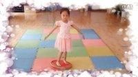 视频: 刘老师的微动空间 中班 滚球平衡板1