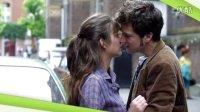电影《两小无猜》法国爱情电影  主角当街车前秀激情吻戏 欧洲美女 经典电影回顾 爱情 剧情 青春 怀旧微电影