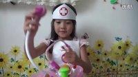 亲子游戏 开箱神秘礼物爱心小医生过家家玩具总动员健达奇趣蛋