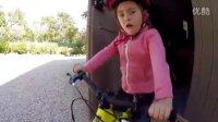 视频: COMMENCAL - 小妹妹ELINA爱骑RAMONES14寸童车!