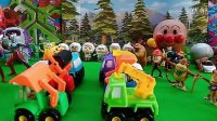 奥特曼熊出没森林工程车大赛 喜羊羊 面包超人 亲子小游戏 过家家 早教益智小玩具
