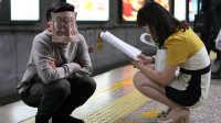 全国网友围观女孩蹲地铁 11