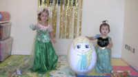 萌萌的玩乐嗨空间 2016 萌萌和小妹妹变成爱莎公主和安娜公主打开冰雪奇缘玩具 24