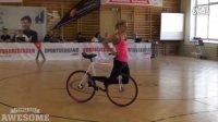 视频: 不能更赞的花式单车表演