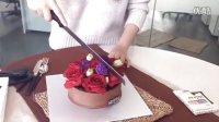 北京美食发现114期,米卡米卡蛋糕,插花蛋糕,娇艳的红玫瑰肆意的绽放,高品质的巧克力,鲜奶油,日本进口鲜草莓变成好吃的巧克力蛋糕,无添加低脂低糖。