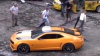 《变形金刚3》片场拍摄花絮 价值几百万的车说撞就撞