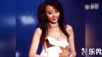 台湾第一美女故意拉低领口 用力过猛胸贴外露