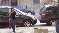【瞎扯屏】18岁美女酒驾连撞3车 露肩翘臀色诱警察被架走