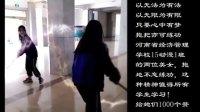 河南省经济管理学校 两美女拖地不忘练功