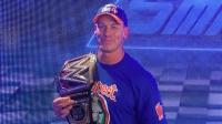 16度摘得WWE冠军的约翰-塞纳与粉丝分享胜利喜悦
