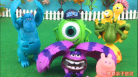小猪佩奇玩迪士尼怪兽大学捣蛋变形玩具